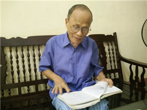 Gần 80 tuổi vẫn say mê công tác khuyến học
