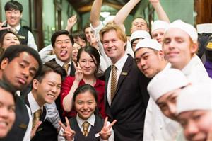 Cơ hội học và kiếm tiền với ngành khách sạn