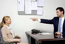 Xử trí khi giám đốc chửi bới, đe dọa nhân viên
