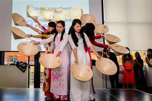 Tưng bừng ngày hội văn hóa ẩm thực của sinh viên Việt tại Huddersfiled